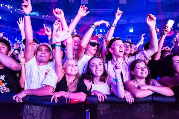 For the DJ shows, the best photos are always of the crowd!
