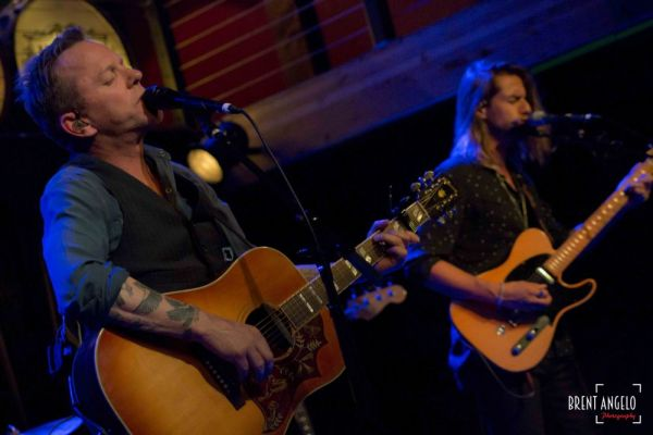 Kiefer Sutherland at Jim Brunberg's Mississippi Studios 5/6/17 / Photo by Brent Angelo